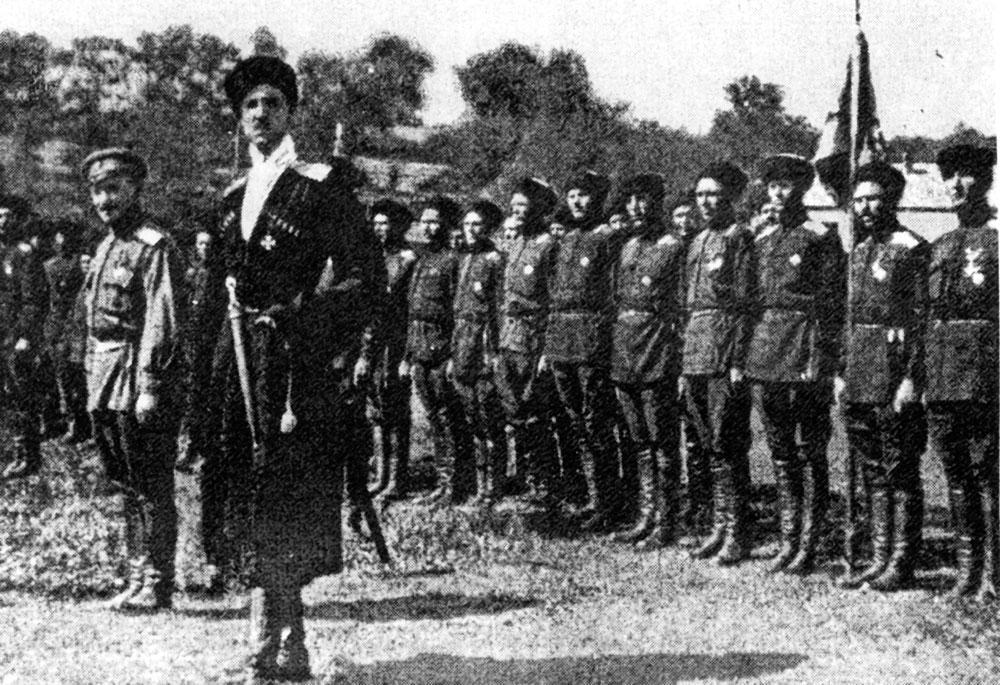 Генерал Врангель с отрядом казаков.