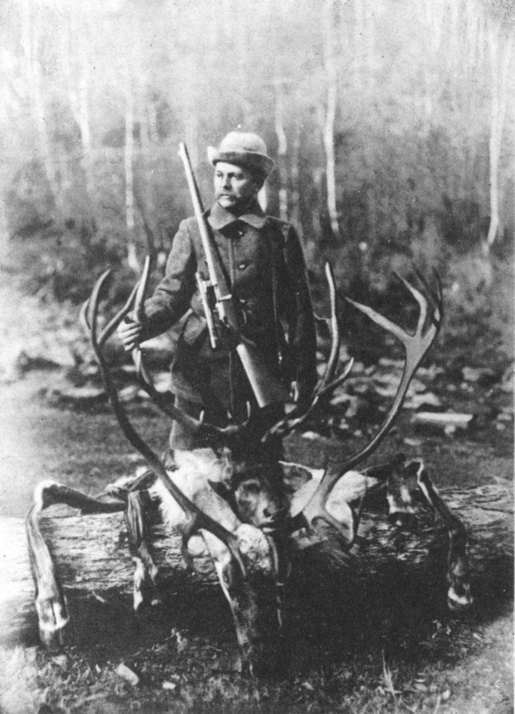 Ф. Ф. Шиллингер в горах Прибайкалья (1911 г.) <br>Добыты марал и северный олень (на переднем плане)