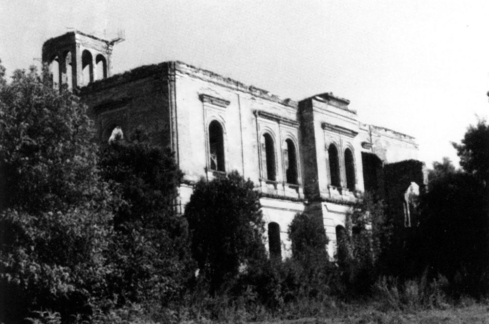 Развалины в Фальц-Фейнов, в котором 14 сентября 1912 года родился Эдуард Александрович Фальц-Фейн