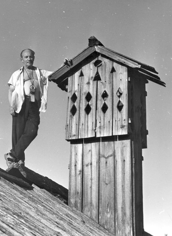 Дымник-труба курной избы в дер. Гарь Архангельской области (А. В. Ополовников — 1970.)