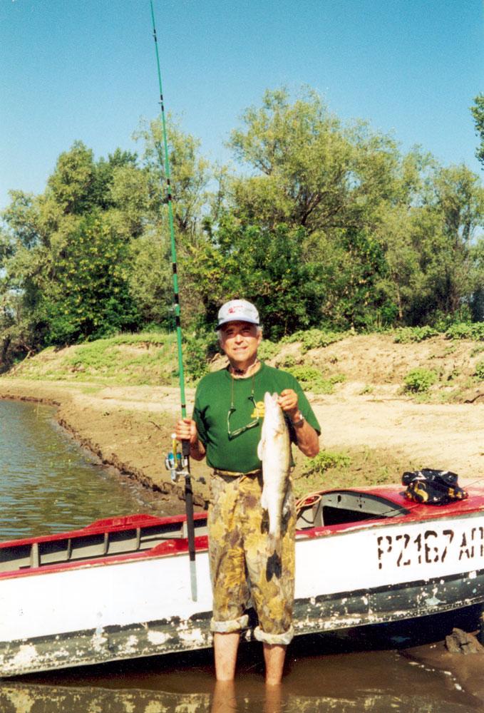 Рыбалка на р. Ахтубе в Астраханской обл. А. А. Клушин поймал судака весом 3,5 кг