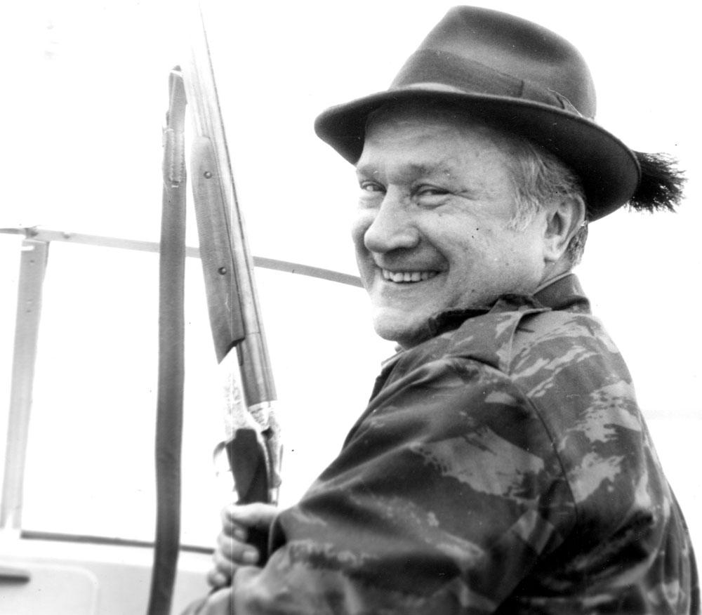 А. Филипченко в лодке (следует к месту охоты)