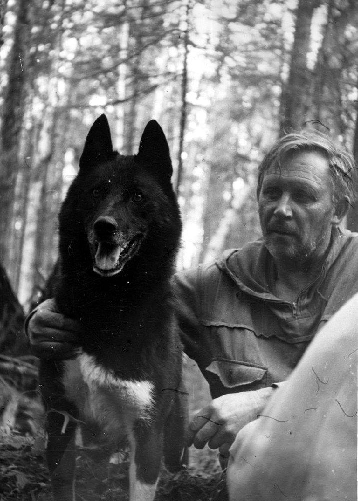 На отлове соболей с верным Хотабычем. 1980 г.