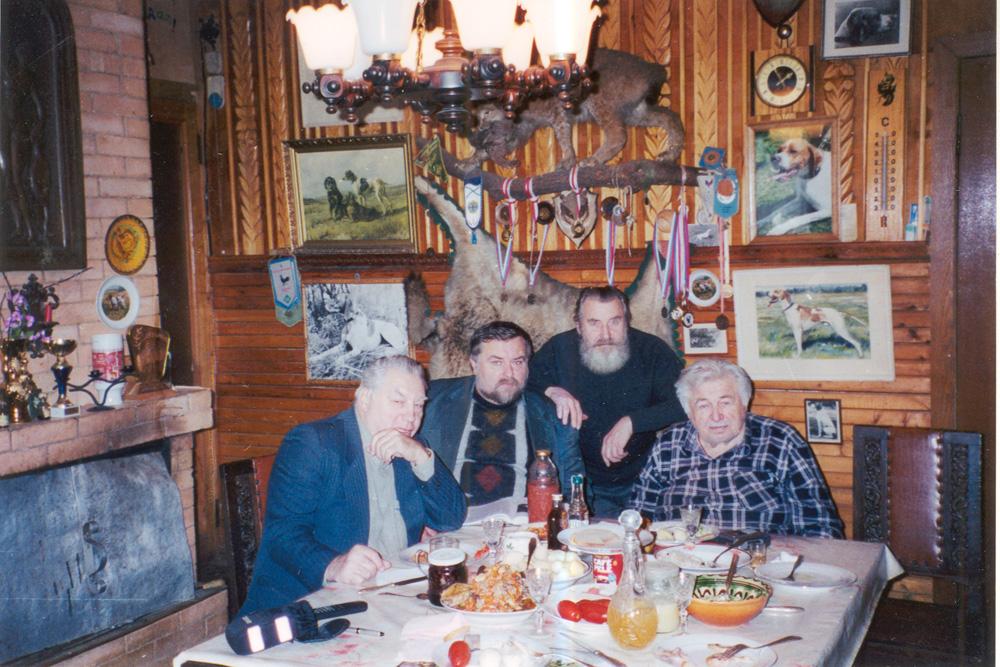 А.С.Блистанов (справа), автор очерка, В.В.Королев, Р.В.Пестовский. Декабрь, 2001 г.