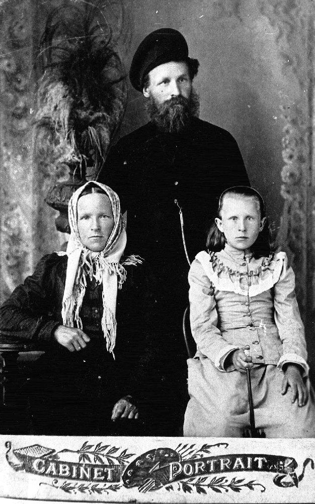 Григорий Филиппович Ястребов с семьей. Конец XIX века