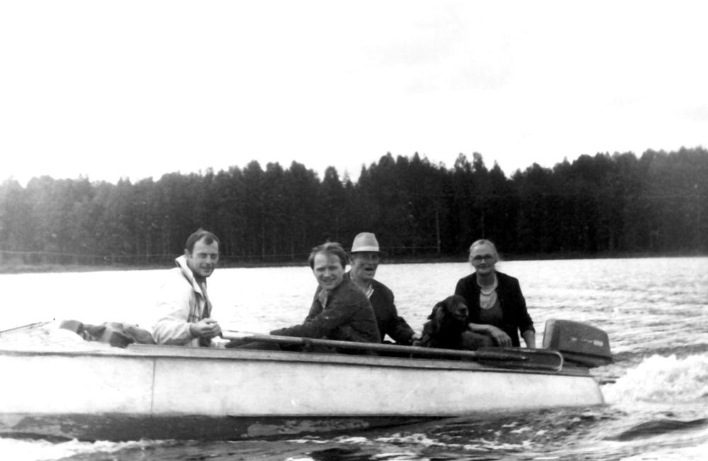 Алексей Алексеевич с женой, сыном и племянником (80-е годы)