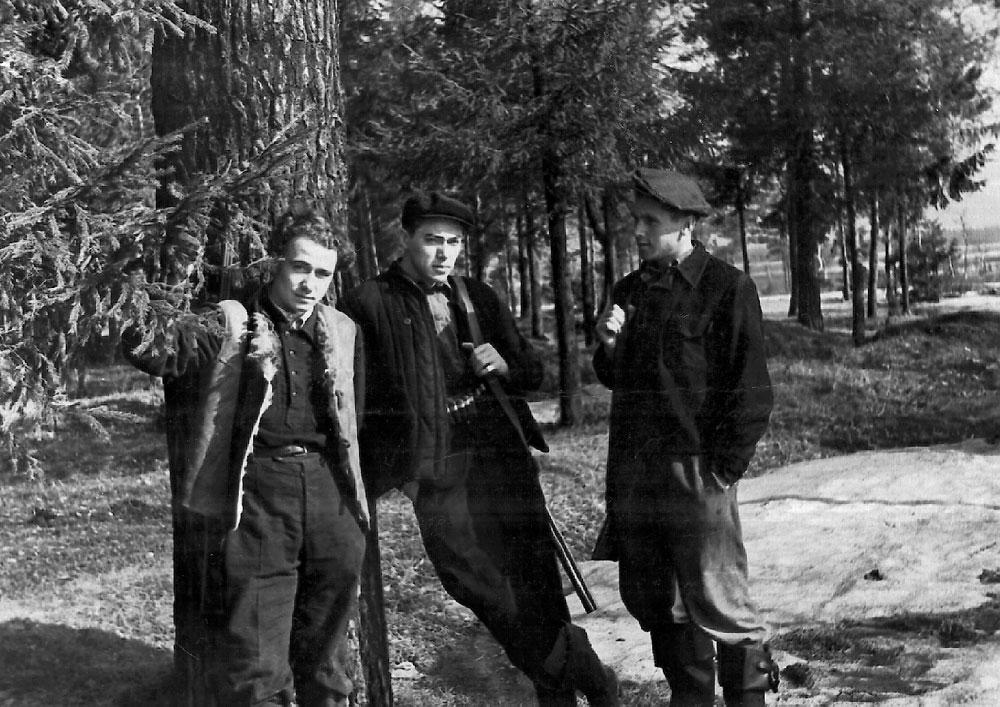 Годы учебы в Московском пушно-меховом институте (1948—1953 гг.) В.В.Дежкин, О.К.Гусев, Ю.В.Лабутин