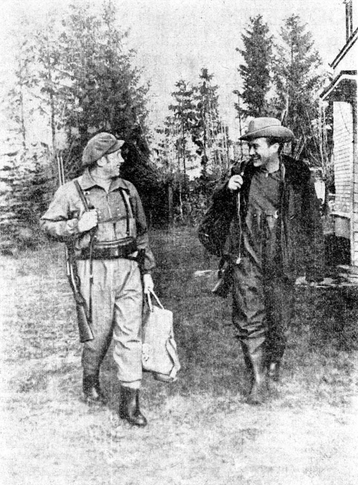 А. Леонов и А. Филипченко на базе в Скнятино